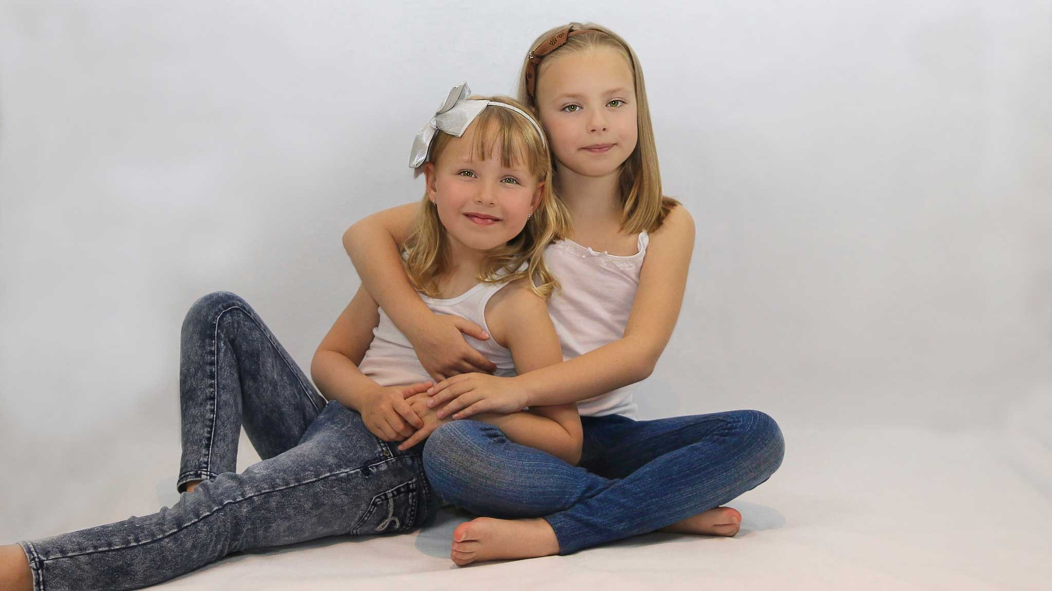 Irene-Lay-Photography-Sisters-Portrait